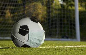 Fußball mit Maske